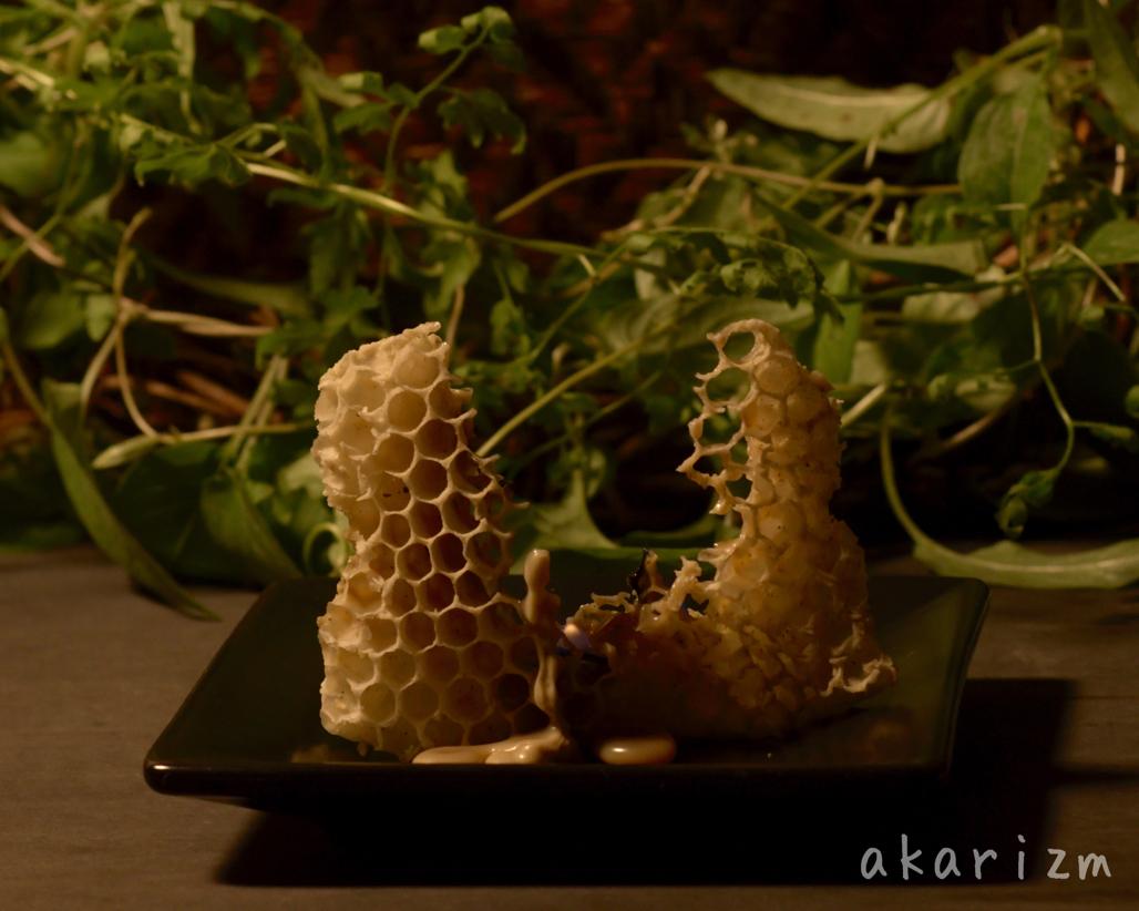 ミツバチの巣で本当の蜜蝋キャンドル
